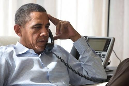 Barack Obama ao telefone